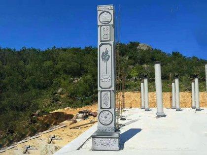 寺庙广场龙柱