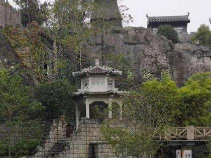 寺庙花岗岩亭子