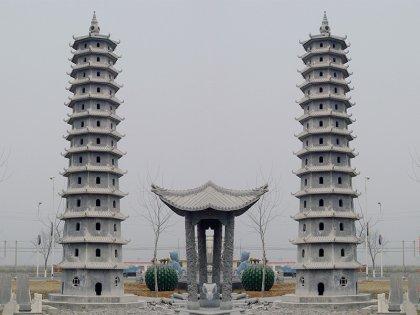 寺庙广场处石塔